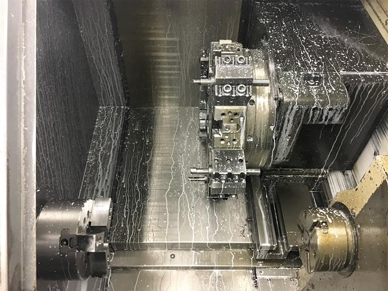 NC旋盤の機械内部のアップ