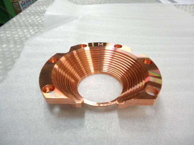 綺麗に光る銅の金属部品の完成品